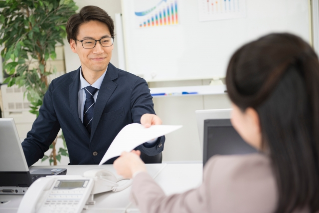 電子部品製造事業を手掛ける企業での購買事務及び営業